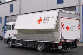Multifunktionales Logistikfahrzeug von Ewers für den Transport von Material auf Paletten oder Rollwagen.