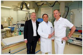 Bernhard Gliwitzky, Dr. Matthias Münzberg und Dr. Christoph Wölfl (v. li.) im Schockraum der BG Unfallklinik Ludwigshafen bei der offiziellen Amtsübergabe.