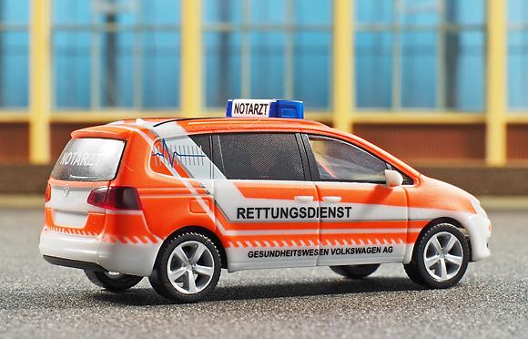 H0-Modell von Herpa: NEF des Gesundheitswesens Volkswagen im Werk Wolfsburg. Foto: Michael Rüffer