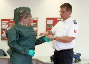 Die Malteser in Rüsselsheim unterhalten seit 2013 eine Gruppe, die auf die Dekontamination von Verletzten und den Transport hochinfektiöser Patienten spezialisiert ist.