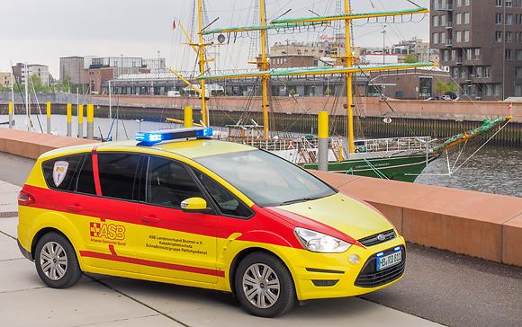 """KdoW des ASB Bremen vor der """"Alexander von Humboldt"""". Foto: MIchael Rüffer/rettungsdienst.de"""