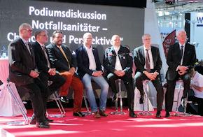 Podiumsdiskussion zum Thema NotSanG auf dem Stand der JUH.