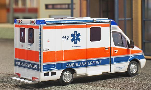 Rietze-Modell im Maßstab 1:87: RTW mit Strobel-Koffer der Ambulanz Erfurt. Foto: Michael Rüffer