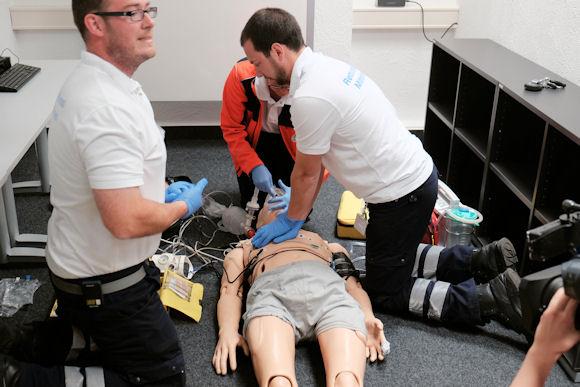 Über 20 computergesteuerte Erwachsenen-, Kind-, Neugeborenen- und Geburtssimulatoren ermöglichen die Darstellung von nahezu jeder Notfallsituation.