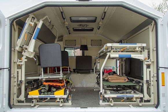 Im Innern befinden sich vier Krankentragen-Gestelle. Foto: Torsten Schlüter/ASB RV Ostholstein