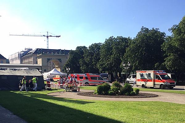 Unfallhilfsstelle im Hofgarten am Odeonsplatz während der Großdemon- stration am 4. Juni 2015. Foto: Aicher Ambulanz