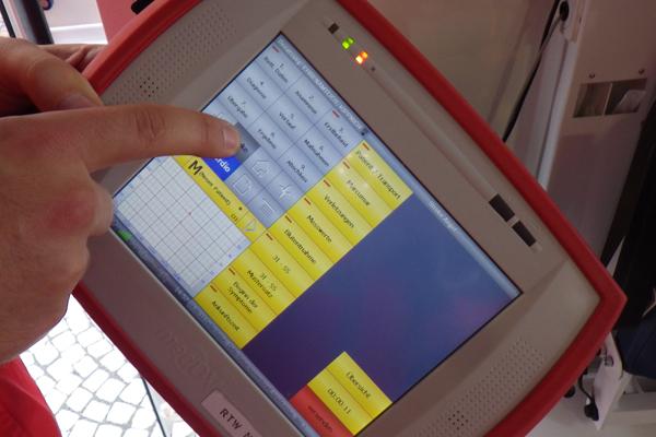 Telemedizin_Rettungsdienst_Digitalisierung_Tablet