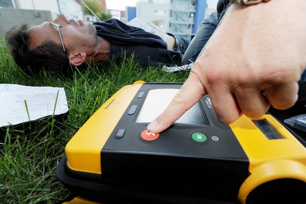 Symbolbild AED. Foto: Markus Brändli