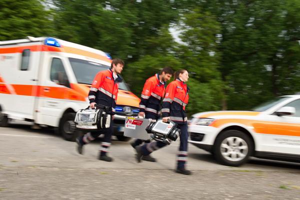 Der Rettungsdienst aus Wetter (Ruhr) musste eine gestürzt Person versorgen. Symbolfoto: Markus Brädnli