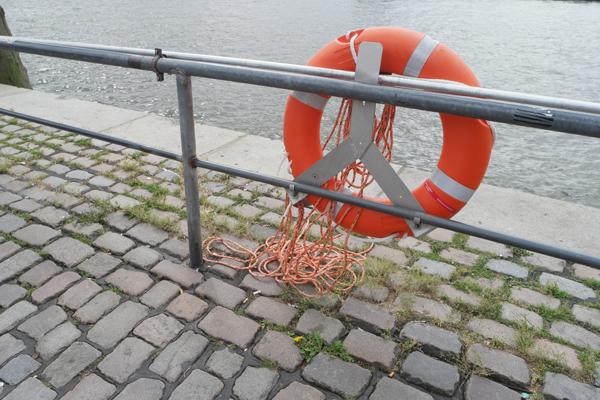 Einsatzstichwort: Person im Wasser. Symbolfoto: fotolia/pepe