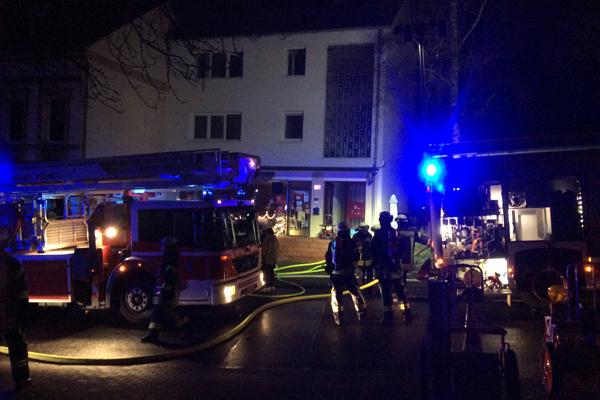 3 Brandverletzte durch Ethanol-Tischkamin. Foto: Feuerwehr Mettmann