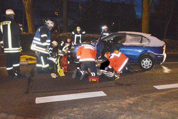 Rettungsarbeiten von Feuerwehr und Rettungsdienst. Foto: Polizeiinspektion Stade