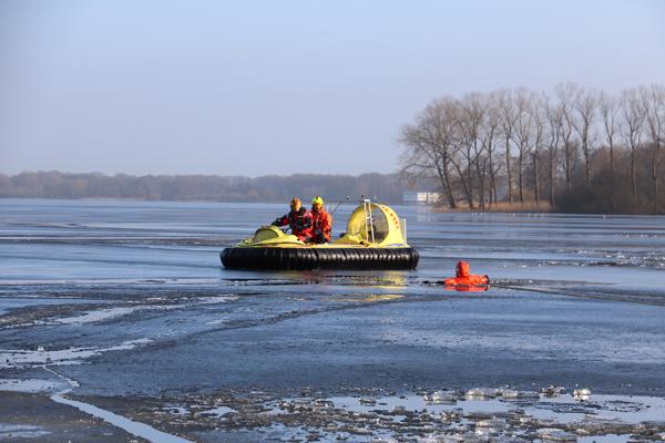 DLRG_Luftkissenboot_Eisrettung_Wasserrettung