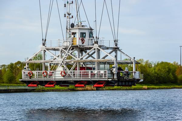 Die denkmalgeschützte Schwebefähre bei Rendsburg. Foto: fotolia/hanseat