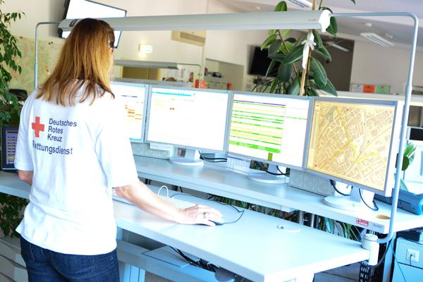 Mitarbeiterin einer Leitstelle. Foto: DRK Rheinhessen-Nahe