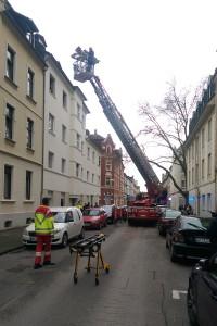 Rettung einer Schwangeren mit einer Drehleiter. Foto: Feuerwehr Gelsenkirchen