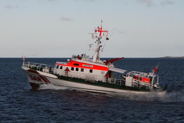 """Der Seenotrettungskreuzer """"Bremen"""" war bei einer groß angelegten Suche nach zwei überfälligen Fischern östlich der Insel Fehmarn Einsatzleiter vor Ort. Archivfoto: DGzRS"""