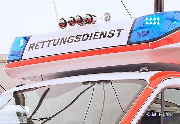 Bei einer Alarmfahrt stürzte in Achern ein RTW um. Symbolfoto: Michael Rüffer
