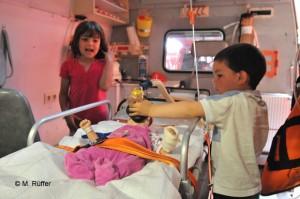 Kinder besuchen Rettungswache_2_580