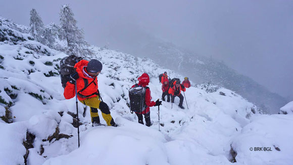 Bergsteiger-im-Schnee-bei-Nebe_580l