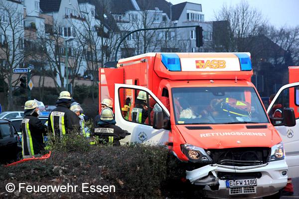 Eigenunfall_RTW_Feuerwehr_Essen