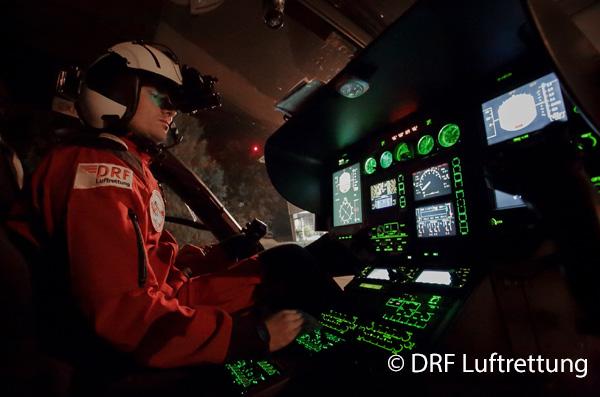 Pilot mit Nachtsichtbrille_DRF Luftrettung_600