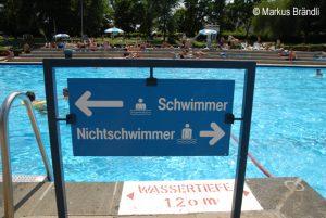 Schwimmbecken Schwimmer/Nichtschwimmer