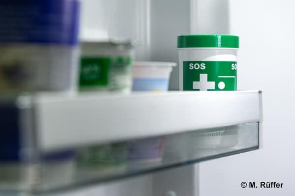 Die Notfalldose kann helfen, wenn Personen nicht in der Lage sind, dem Rettungsdienst Auskunft über Vorerkrankungen oder benötigte Medikamente zu geben.