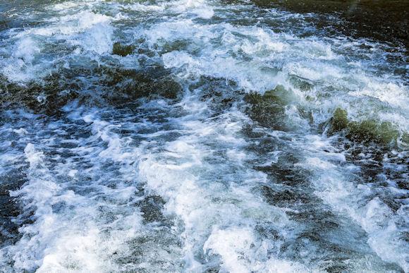 Minuten im eiskalten Wasser: Mädchen (3) muss reanimiert werden